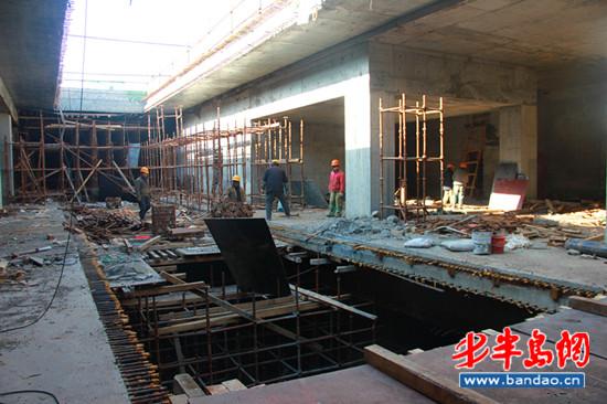 海尔路站主体结构为现浇钢筋混凝土箱形框架结构,采用10m站台地下岛式