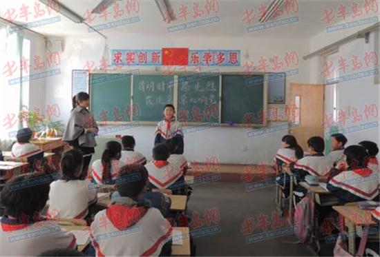 胶州各小学组织学生网上扫墓 低碳过清明(图)