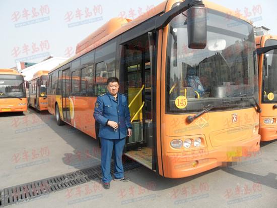 4月18日,记者从青岛市道路运输管理局获悉,为提高228路公交车辆的乘客