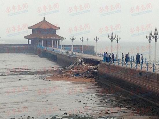 5月27日上午,记者现场了解到,早晨6点左右,距离陆面大约150米的栈桥堤