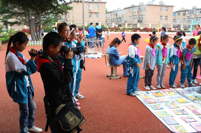 大世界——青岛重庆中路第一小学摄影课开课