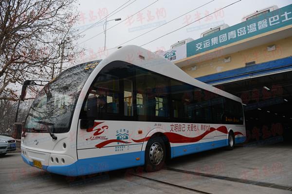 届时31路公交线路将成为青岛市内首条纯电动环保公交线路.
