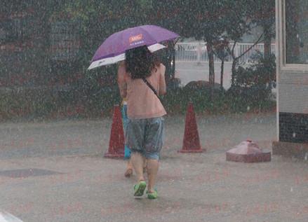 首发:中伏首日暴雨突袭青岛 24日迎高温(图)|青