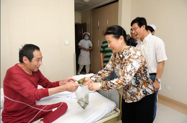 海慈医疗集团的青年文明号药剂科专门为儿科住院的小病号们准备了