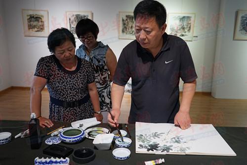 太行山写生展25日青岛开展 两天吸引400余人参展