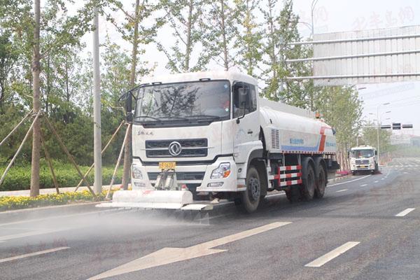 目前,青岛市已累计有72条城市主次干道获评省级深度保洁示范路,在去年
