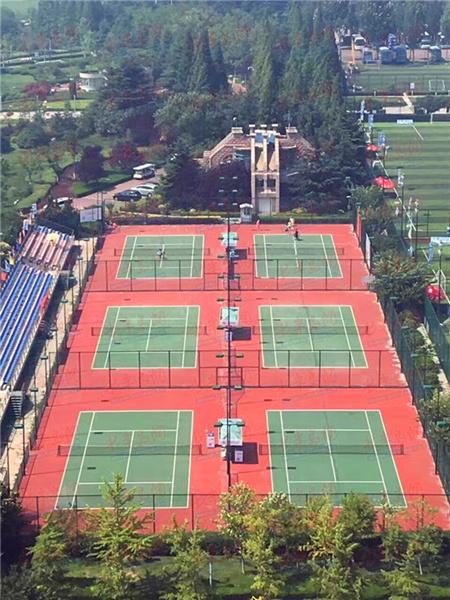 场,在天泰体育场西侧汇泉广场内的6片网球场,是青岛市网球爱好者活动
