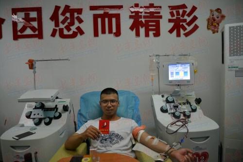 """无偿献血者的""""勋章"""":手机里不舍得删的两条短信"""