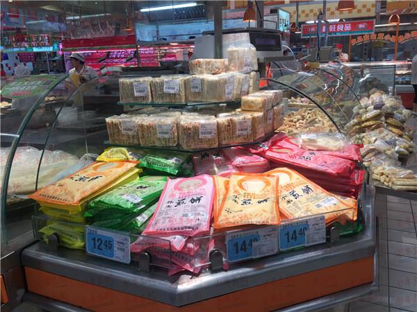 青岛消费者称大润发的煎饼吃出苍蝇 超市:会积极解决